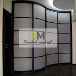 5. Изогнутый радиусный шкаф с открытым профилем венге глянец.